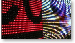 Spot vidéo d'un panneau LED extérieur.