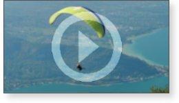 Clip vidéo valse de parapentes sur le lac d'Annecy